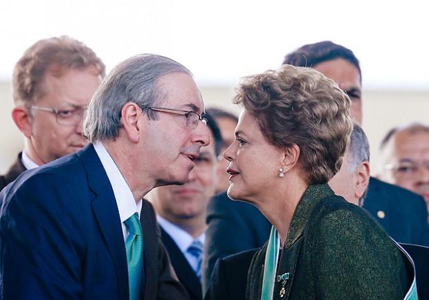 Eduardo Cunha e Dilma Rousseff se cumprimentam em evento em Brasília (Pedro Ladeira/Folhapress)