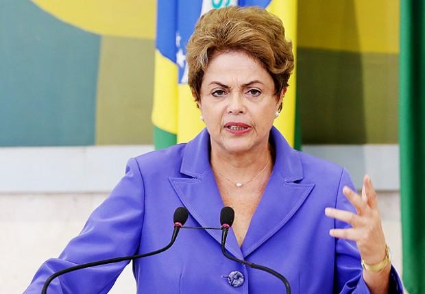 Dilma discursa durante lançamento do Pronatec Aprendiz, no Palácio do Planalto (Alan Marques/Folhapress)
