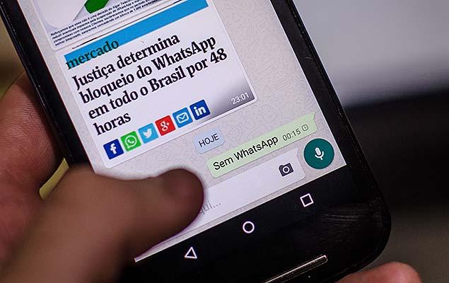 SÃO PAULO, SP, 17.12.2015: TELES-JUSTIÇA - Por ordem da Justiça, operadoras bloqueiam WhatsApp em todo o país - Após receberem ordem da Justiça, operadoras de telefonia fixa e móvel começaram, após as 23h30 desta quarta, a bloquear o serviço de mensagens instantâneas WhatsApp. A ordem, da 1ª Vara Criminal de São Bernardo do Campo, é que o serviço fique fora do ar em todo o país por 48 horas, a partir de 0h desta quinta (17). (Foto: Igor do Vale/Folhapress)