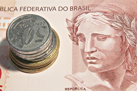 Notas e moeda de real
