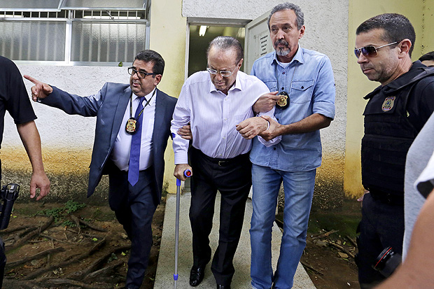 Fachin determinou que o parlamentar, condenado por lavagem de dinheiro, comece a cumprir pena em regime fechado na Penitenciária da Papuda e perca o mandato